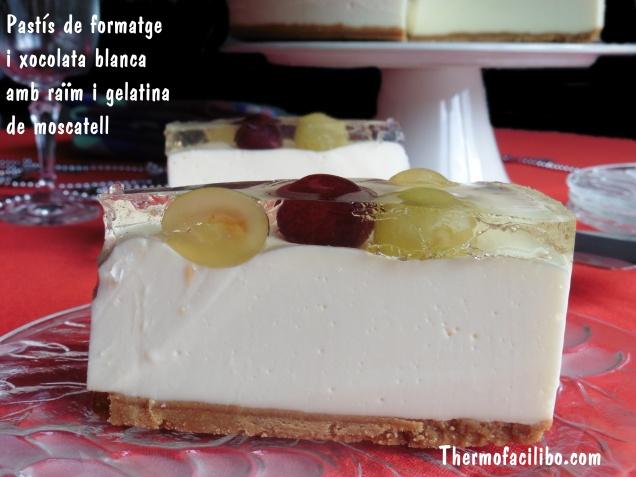Pastís de formatge i xocolata blanca amb raïm i gelatina de moscatell