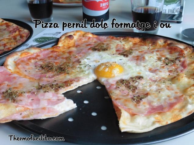 Pizza pernil dolç formatge i ou.1