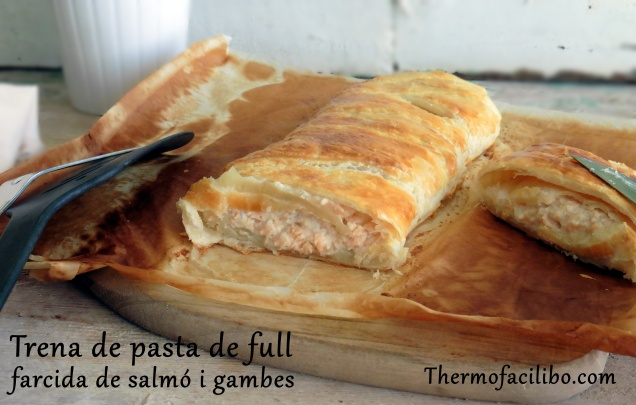 Trena de pasta de full farcida de salmó i gambes