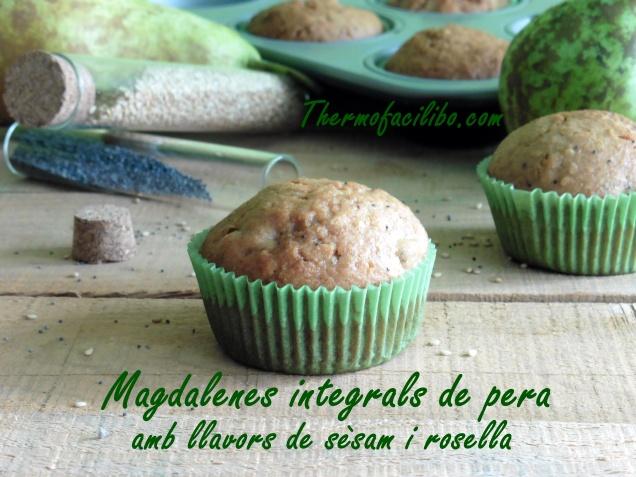 Magdalenes integrals de pera amb llavors de sèsam i rosella..