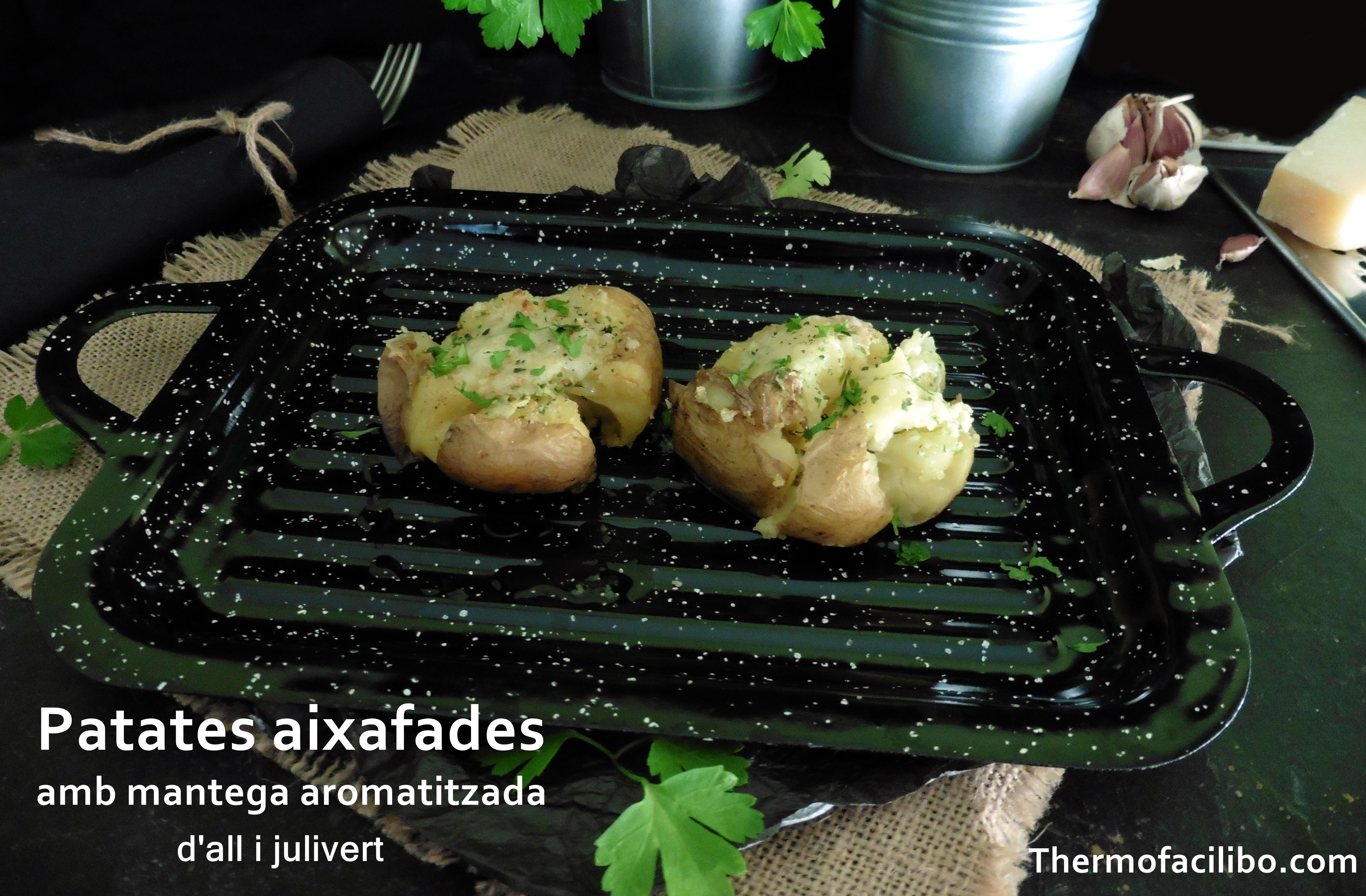 Patates aixafades amb mantega aromatitzada amb all i julivert..