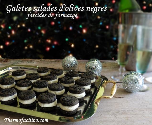 Galetes salades d'olives negres, farcides de formatge