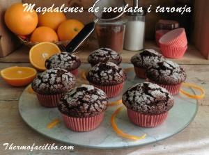 Magdalenes de xocolata i taronja.-