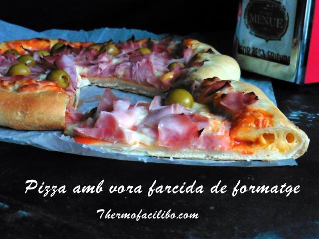Pizza amb vora farcida de formatge.1