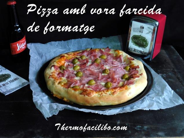 Pizza amb vora farcida de formatge