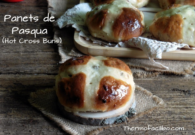 Panets de Pasqua (Hot Cross Buns)
