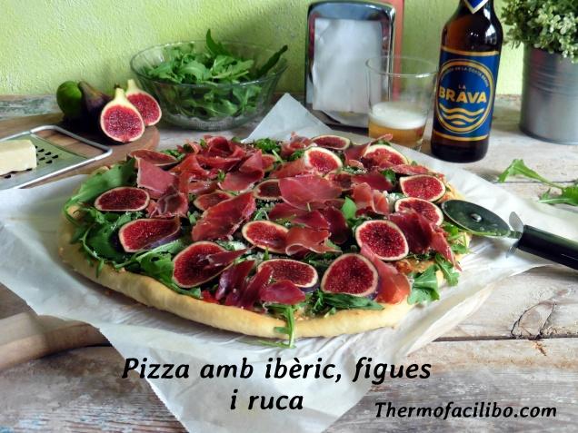 Pizza amb ibèric, figues i ruca