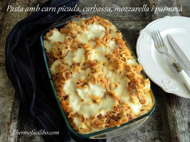 pasta amb carn picada, carbassa, mozzarella i parmesà