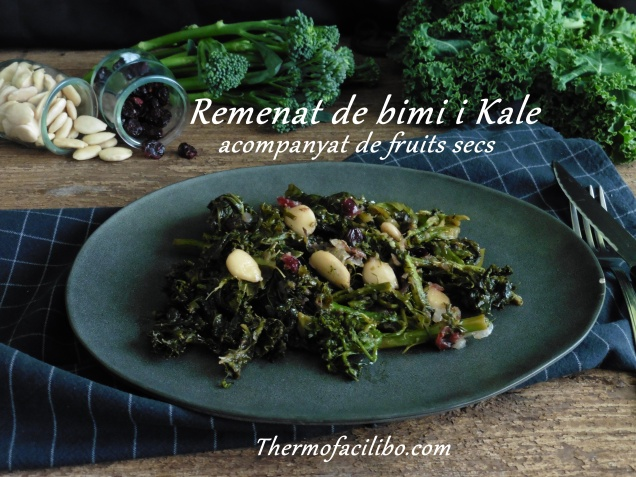 remenat de bimi i kale acompanyat de fruits secs