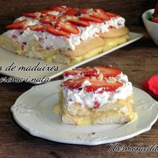 Pastís de maduixes amb crema i nata
