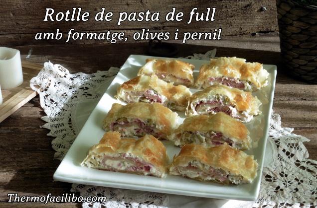 Rotlle de pasta de full amb formatge, olives i pernil