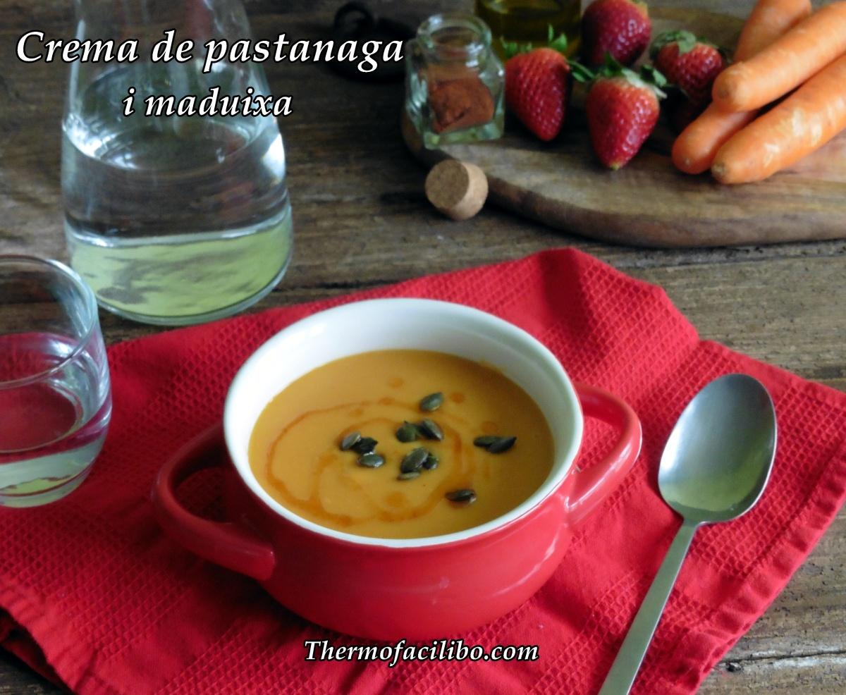 Crema de pastanaga i maduixa amb oli de pebre vermell